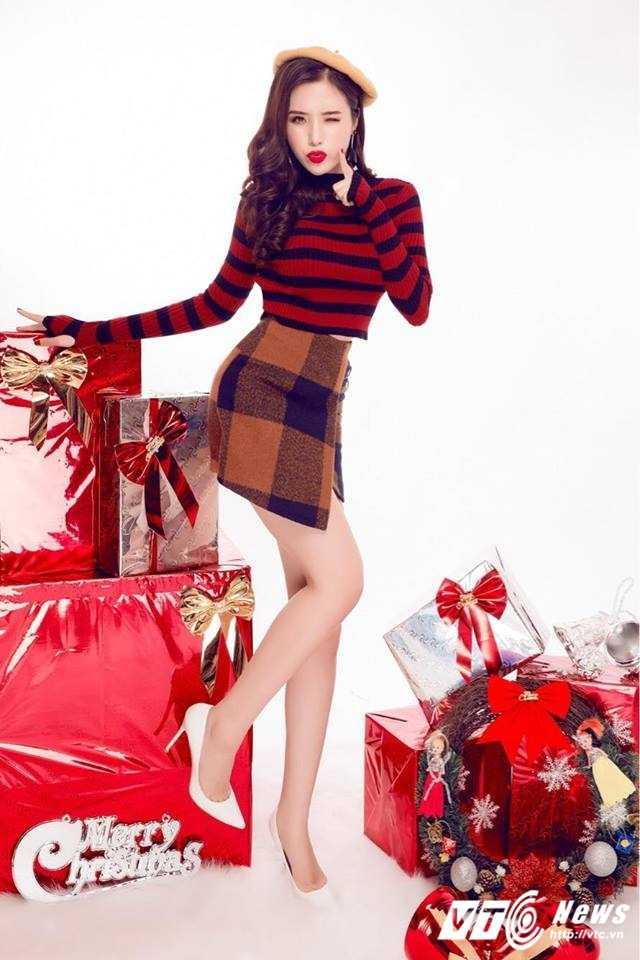 Hot girl DH Nha Trang khoe vai tran goi cam don Giang sinh hinh anh 10
