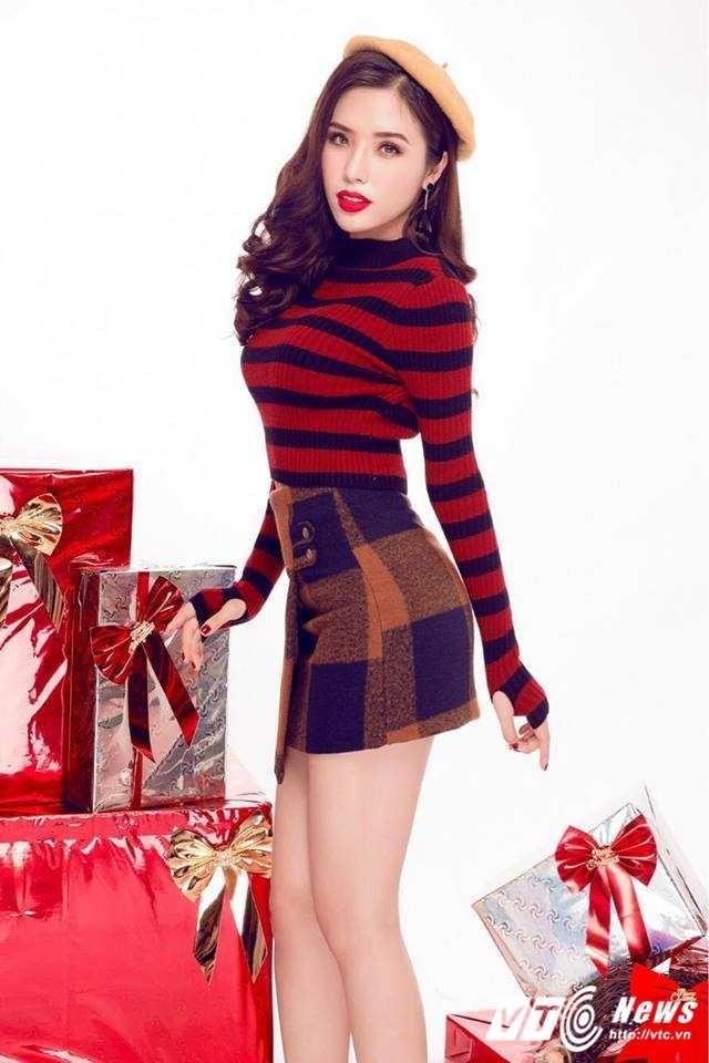 Hot girl DH Nha Trang khoe vai tran goi cam don Giang sinh hinh anh 11