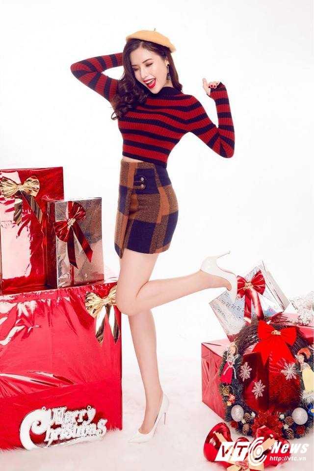 Hot girl DH Nha Trang khoe vai tran goi cam don Giang sinh hinh anh 5