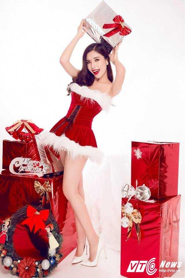 Hot girl DH Nha Trang khoe vai tran goi cam don Giang sinh hinh anh 3