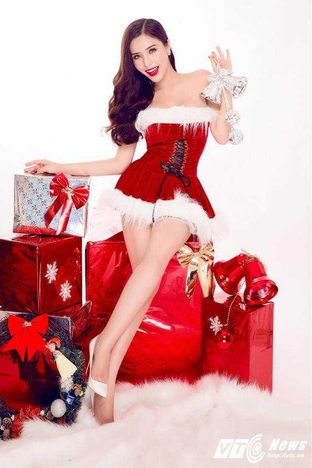 Hot girl DH Nha Trang khoe vai tran goi cam don Giang sinh hinh anh 6