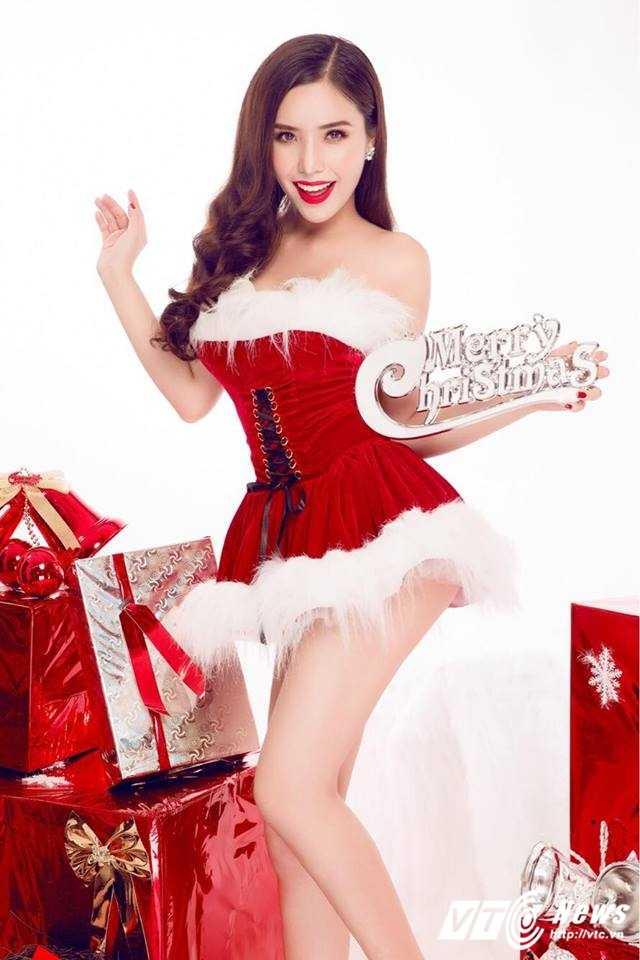 Hot girl DH Nha Trang khoe vai tran goi cam don Giang sinh hinh anh 7