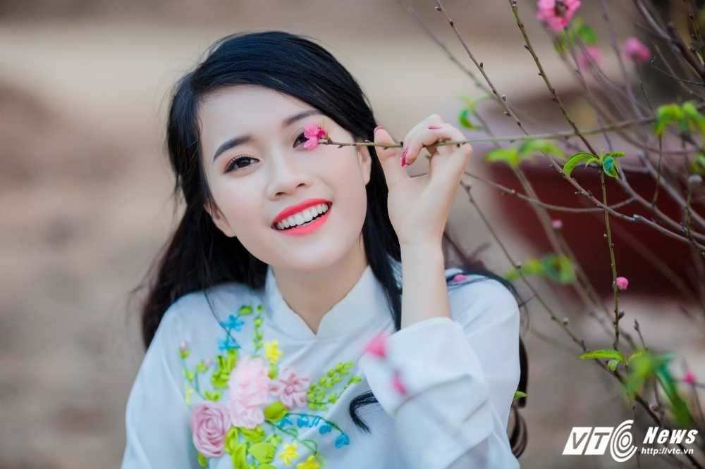 'Ban sao' hot girl Chi Pu khoe sac tham ben dao Xuan hinh anh 11