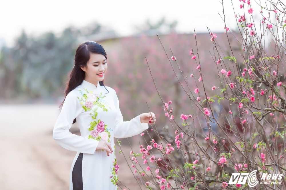 'Ban sao' hot girl Chi Pu khoe sac tham ben dao Xuan hinh anh 16