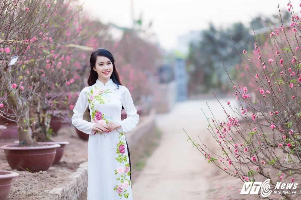 'Ban sao' hot girl Chi Pu khoe sac tham ben dao Xuan hinh anh 14