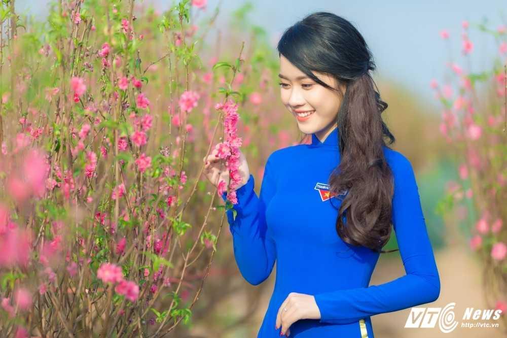 'Ban sao' hot girl Chi Pu khoe sac tham ben dao Xuan hinh anh 3
