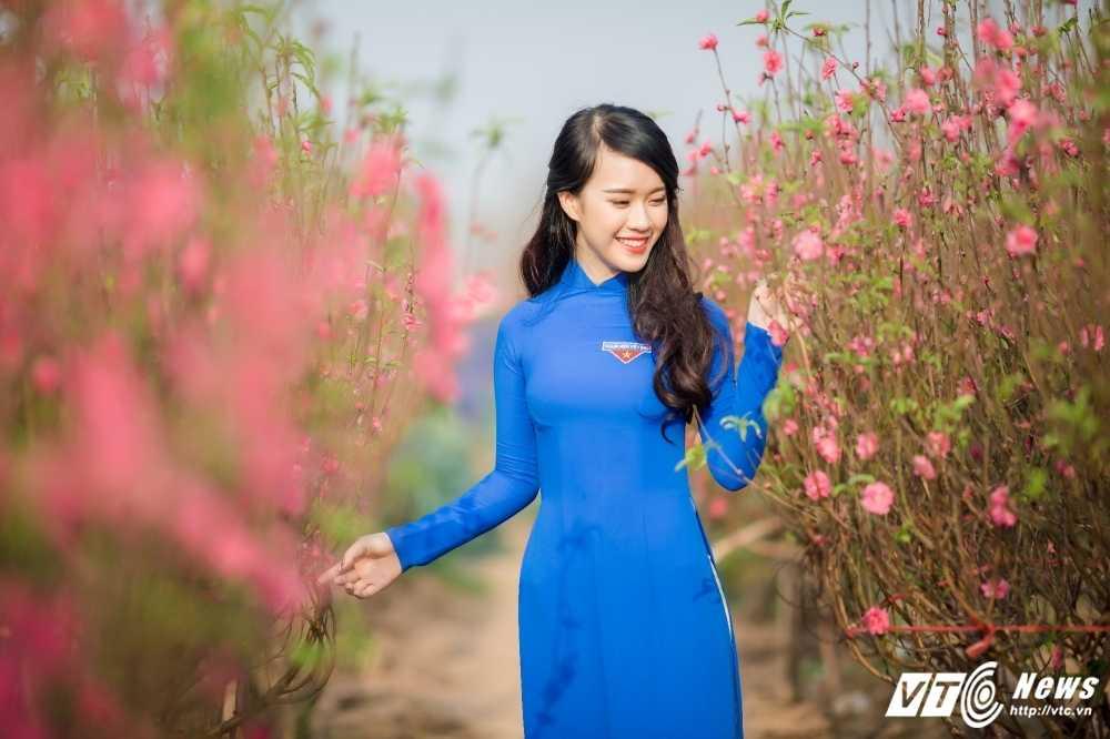 'Ban sao' hot girl Chi Pu khoe sac tham ben dao Xuan hinh anh 5