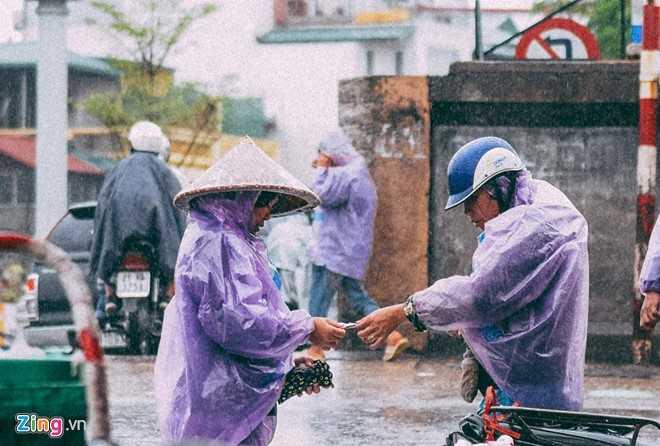 Canh doi muu sinh trong mua ret lay nuoc mat hang trieu nguoi hinh anh 12