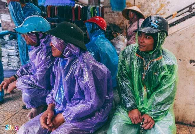 Canh doi muu sinh trong mua ret lay nuoc mat hang trieu nguoi hinh anh 17