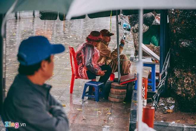 Canh doi muu sinh trong mua ret lay nuoc mat hang trieu nguoi hinh anh 4