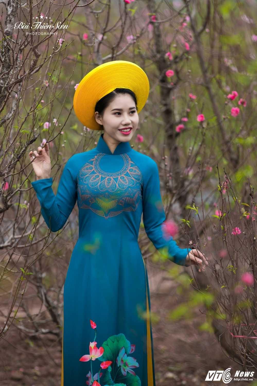 Thieu nu Ha thanh khoe sac tham ben dao Xuan trong bo anh don Tet hinh anh 13