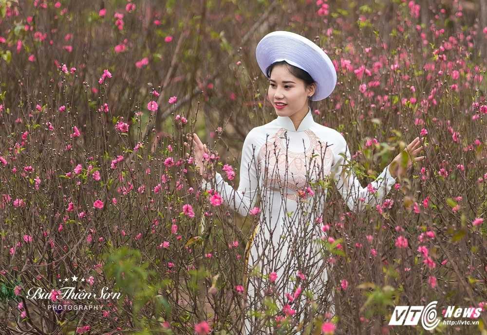 Thieu nu Ha thanh khoe sac tham ben dao Xuan trong bo anh don Tet hinh anh 5