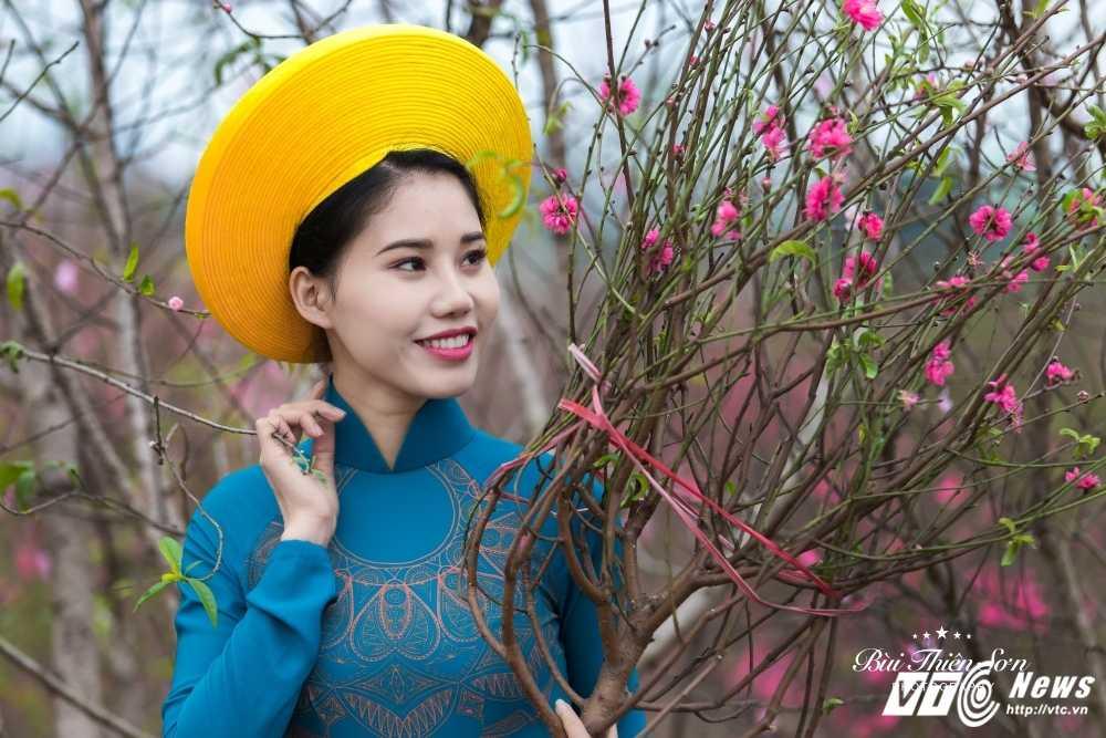 Thieu nu Ha thanh khoe sac tham ben dao Xuan trong bo anh don Tet hinh anh 9