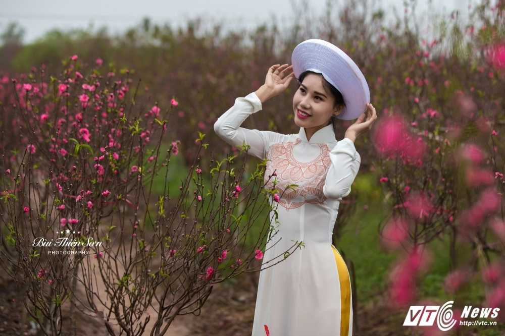 Thieu nu Ha thanh khoe sac tham ben dao Xuan trong bo anh don Tet hinh anh 6
