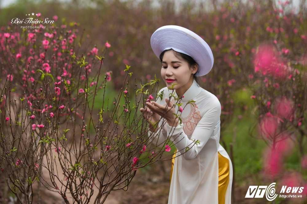 Thieu nu Ha thanh khoe sac tham ben dao Xuan trong bo anh don Tet hinh anh 7