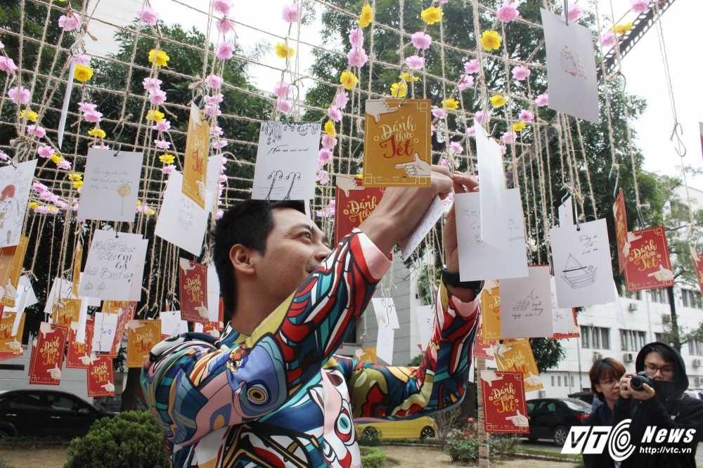 MC Phan Anh, nguoi dep Phung Bao Ngoc Van trong 'vong vay' sinh vien Ngoai thuong cung 'Danh thuc Tet' hinh anh 17