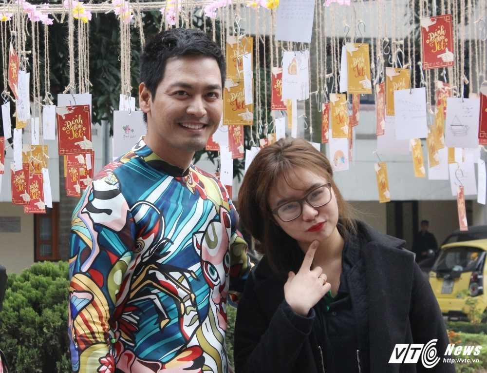 MC Phan Anh, nguoi dep Phung Bao Ngoc Van trong 'vong vay' sinh vien Ngoai thuong cung 'Danh thuc Tet' hinh anh 5