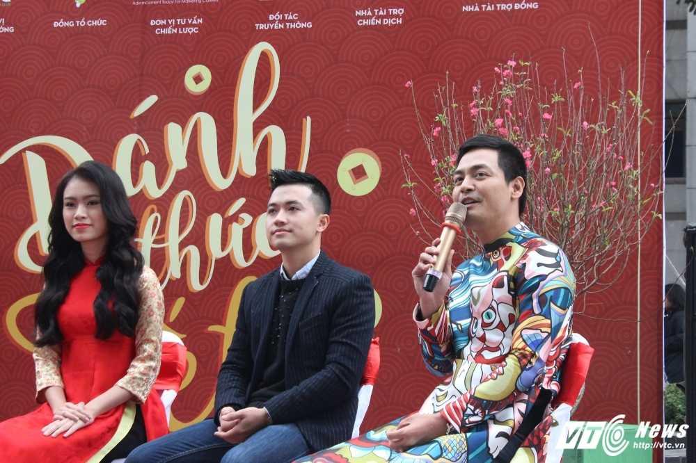 MC Phan Anh, nguoi dep Phung Bao Ngoc Van trong 'vong vay' sinh vien Ngoai thuong cung 'Danh thuc Tet' hinh anh 13