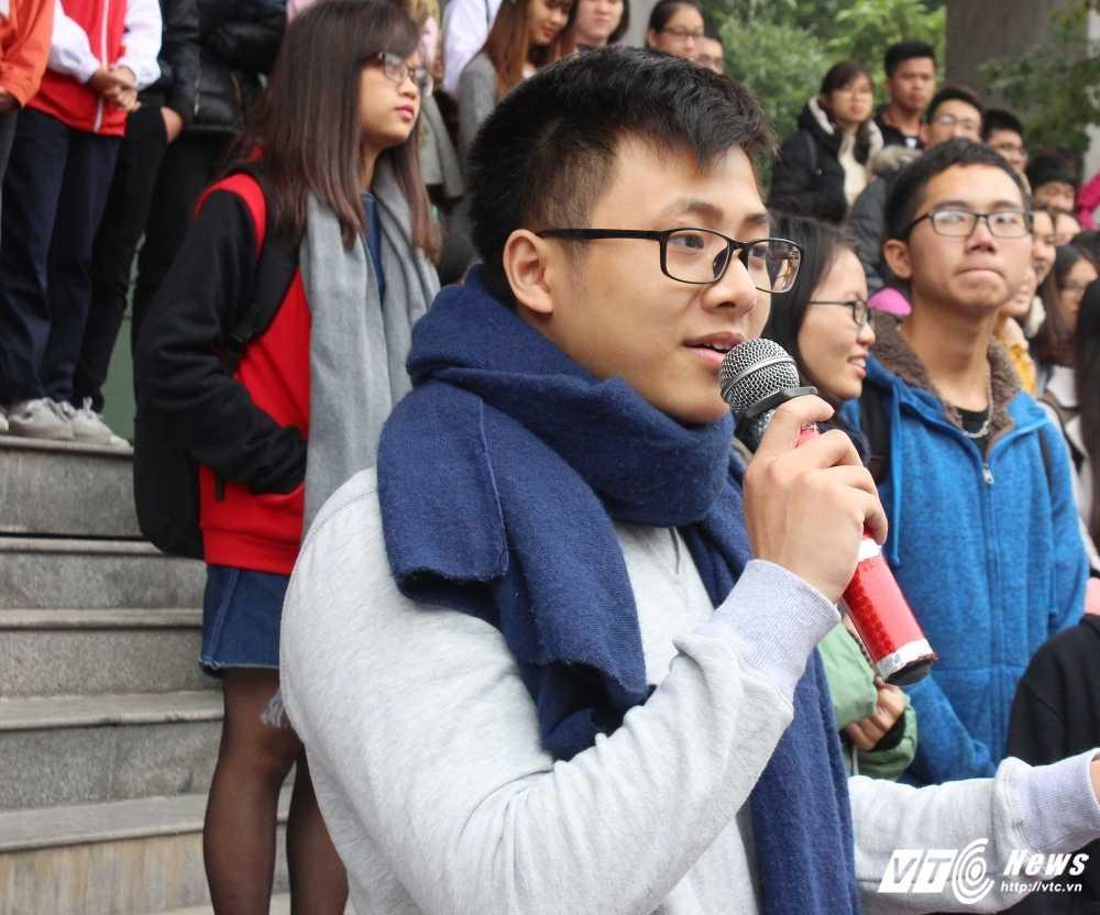 MC Phan Anh, nguoi dep Phung Bao Ngoc Van trong 'vong vay' sinh vien Ngoai thuong cung 'Danh thuc Tet' hinh anh 15