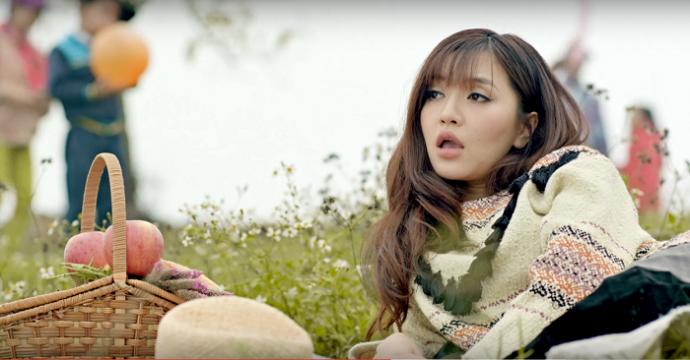 """'Gai e' thay minh qua MV 'Bao gio lay chong"""" dip Tet hinh anh 3"""