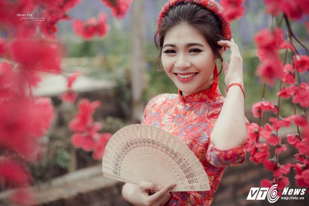 Hoa khoi sinh vien Ha Noi 2016 khoe sac ben dao Xuan don Tet hinh anh 4