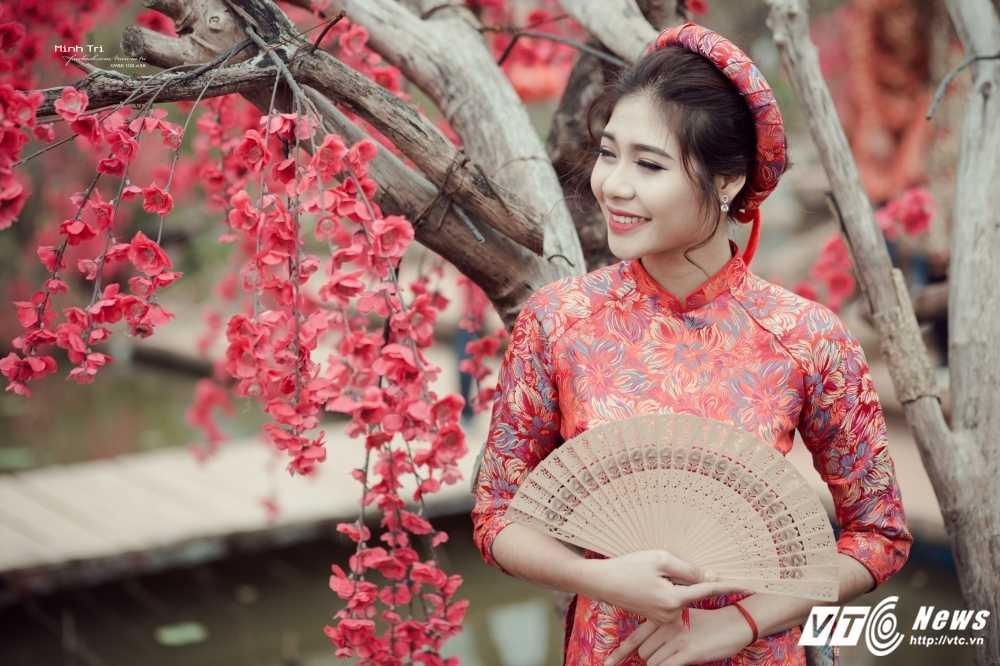 Hoa khoi sinh vien Ha Noi 2016 khoe sac ben dao Xuan don Tet hinh anh 5