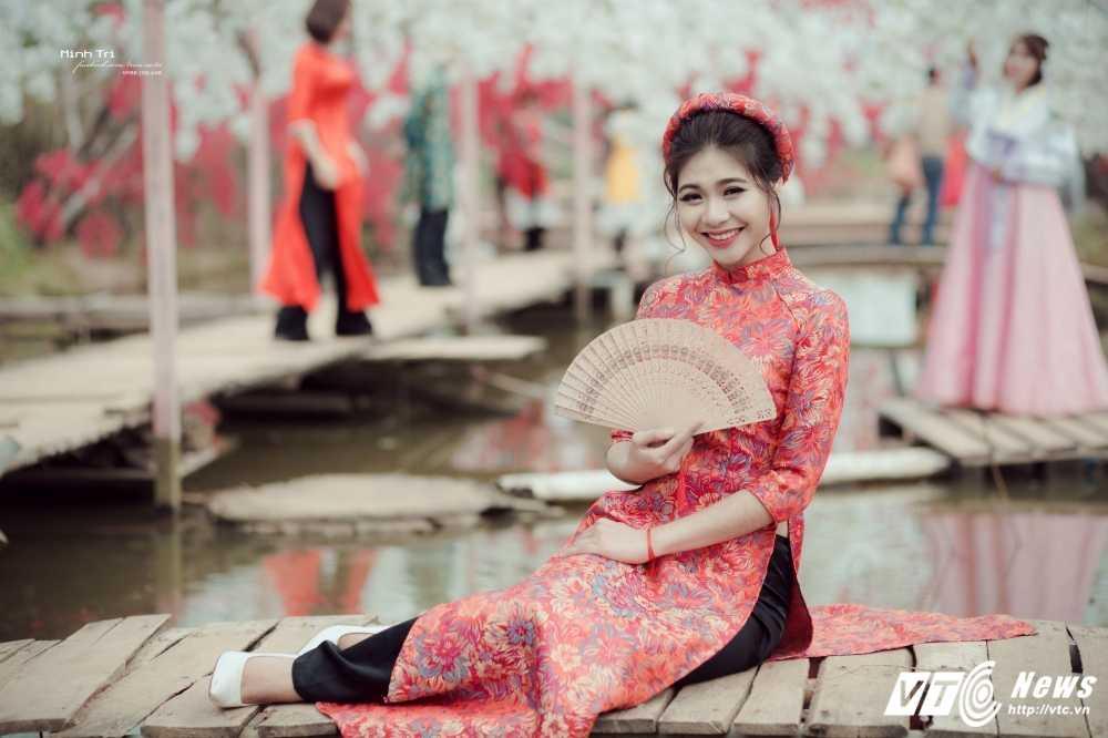 Hoa khoi sinh vien Ha Noi 2016 khoe sac ben dao Xuan don Tet hinh anh 6