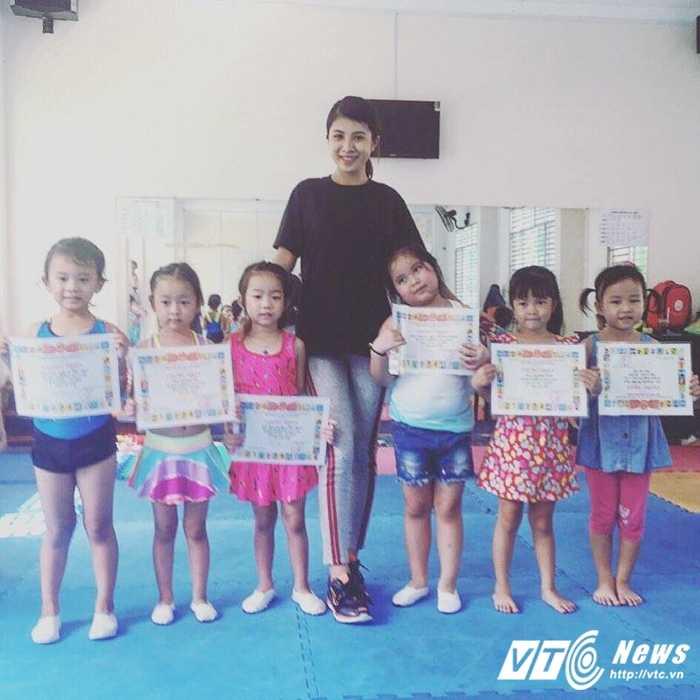 Co giao tre day aerobic duoc vi la 'ban sao' Hoa hau Ngoc Han hinh anh 6