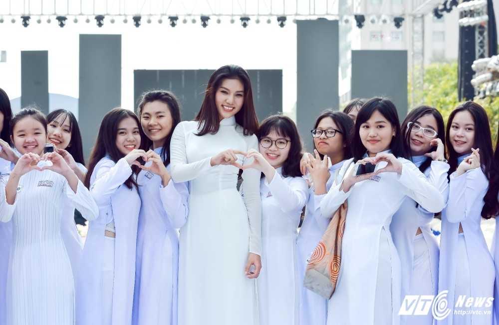 A khoi xinh dep khoe eo thon, dang chuan trong Le hoi ao dai 2017 hinh anh 6