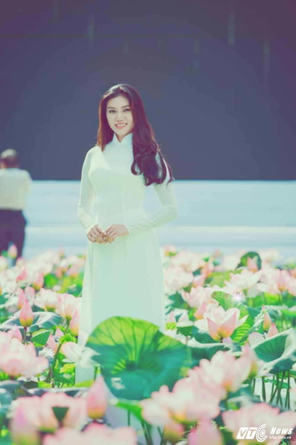 A khoi xinh dep khoe eo thon, dang chuan trong Le hoi ao dai 2017 hinh anh 3