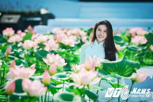 A khoi xinh dep khoe eo thon, dang chuan trong Le hoi ao dai 2017 hinh anh 4
