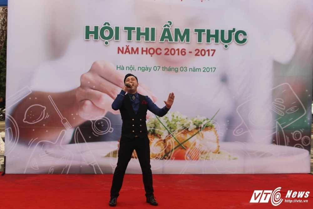 Sinh vien Hoc vien An ninh nhan dan tro tai nau an chao mung ngay 8/3 hinh anh 11