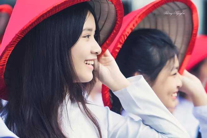 Dan mang tim kiem nu sinh mat moc xinh dep trong Le hoi ao dai 2017 hinh anh 8
