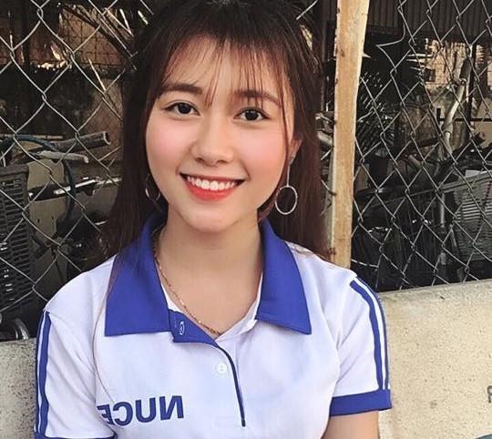 Nu cuoi toa nang cua 'ban sao' hot girl Kha Ngan hinh anh 2
