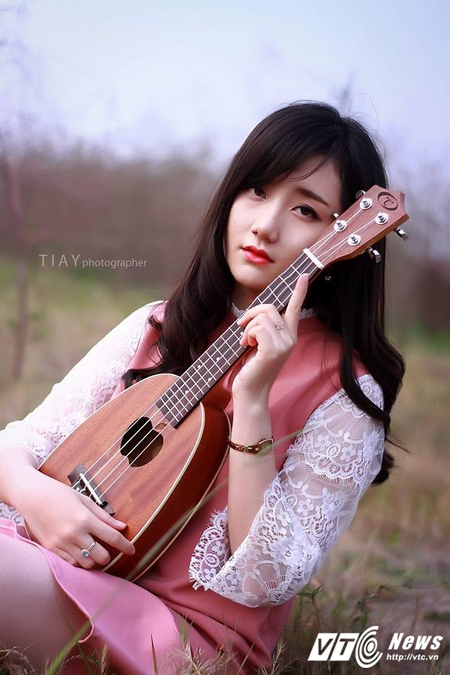 Hot girl DH Kiem sat Ha Noi dep thuan khiet trong bo anh moi hinh anh 1