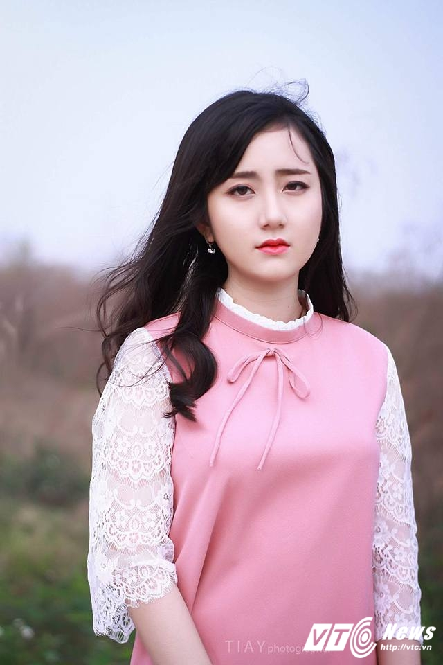 Hot girl DH Kiem sat Ha Noi dep thuan khiet trong bo anh moi hinh anh 5