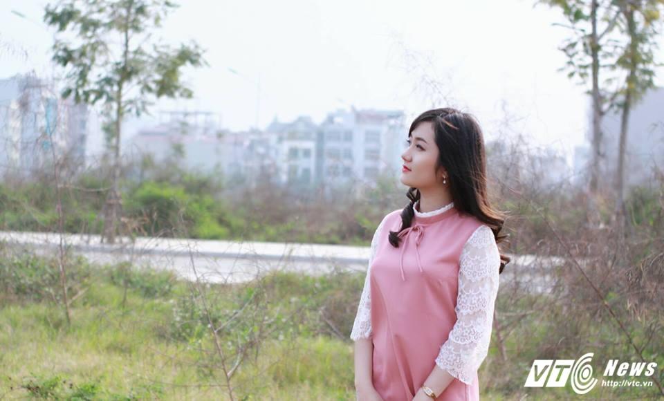 Hot girl DH Kiem sat Ha Noi dep thuan khiet trong bo anh moi hinh anh 3