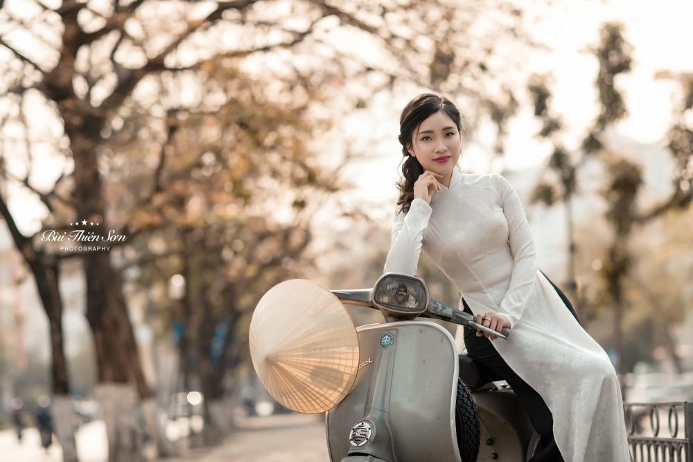 Thieu nu Ha thanh khoe dang yeu kieu tren pho Ha Noi mua thay la hinh anh 1