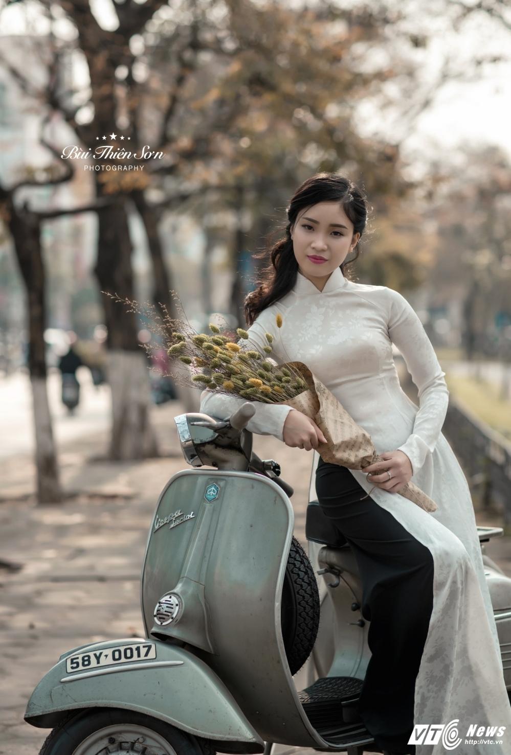 Thieu nu Ha thanh khoe dang yeu kieu tren pho Ha Noi mua thay la hinh anh 7