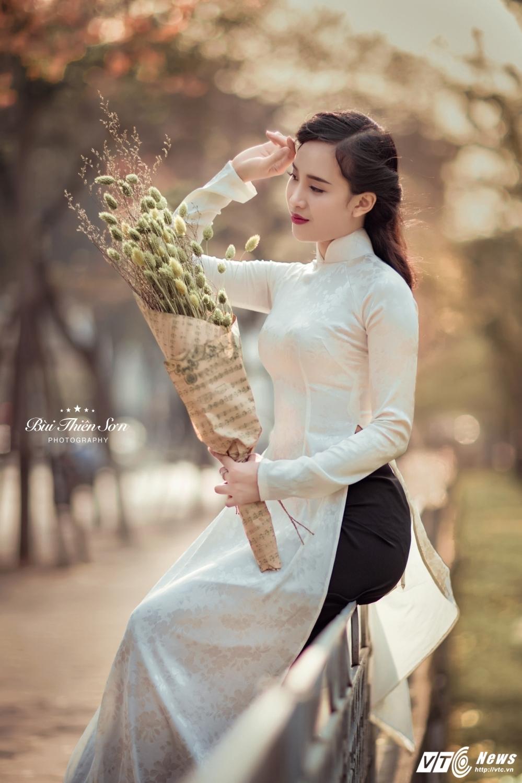 Thieu nu Ha thanh khoe dang yeu kieu tren pho Ha Noi mua thay la hinh anh 8