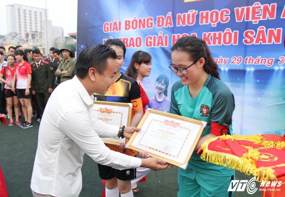 Lo dien 'Hoa khoi san co C500' xinh dep, tai nang hinh anh 4