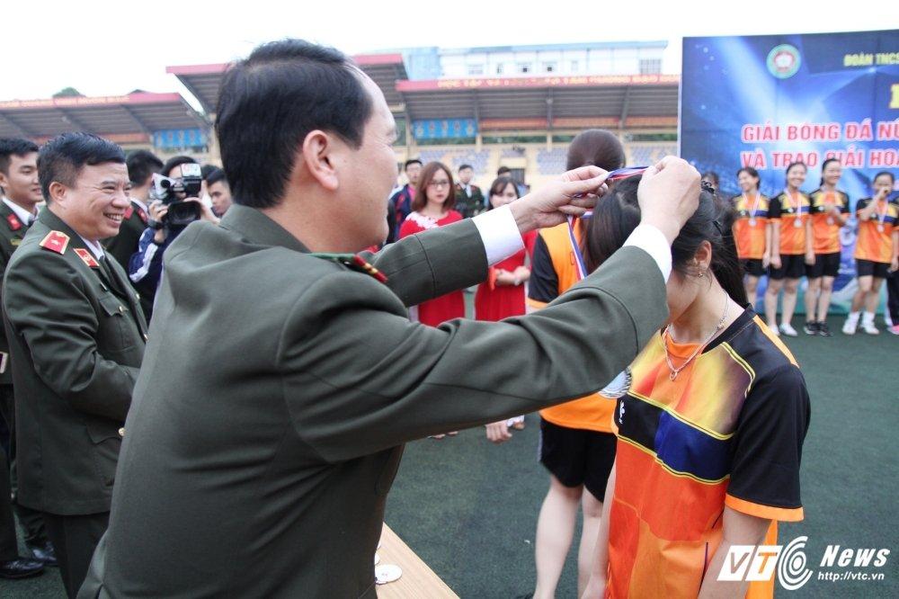 Lo dien 'Hoa khoi san co C500' xinh dep, tai nang hinh anh 5