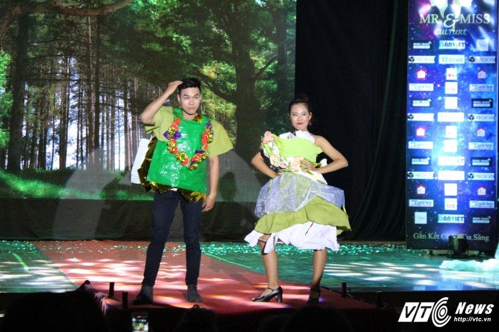 Lo dien cap doi tai sac nhat 'Mr and Miss culture' 2017 hinh anh 2