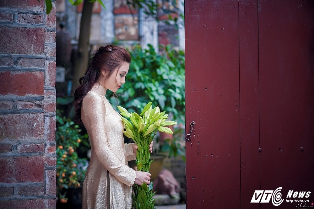 Hot girl xu Thanh xinh dep, khoe dang chuan trong ta ao dai van nguoi me hinh anh 11