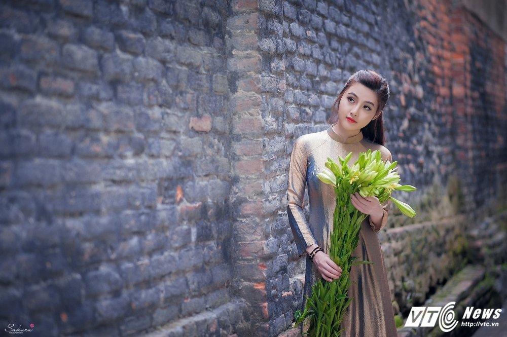 Hot girl xu Thanh xinh dep, khoe dang chuan trong ta ao dai van nguoi me hinh anh 13