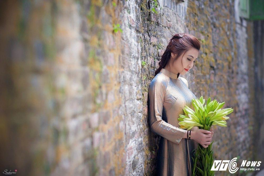 Hot girl xu Thanh xinh dep, khoe dang chuan trong ta ao dai van nguoi me hinh anh 14