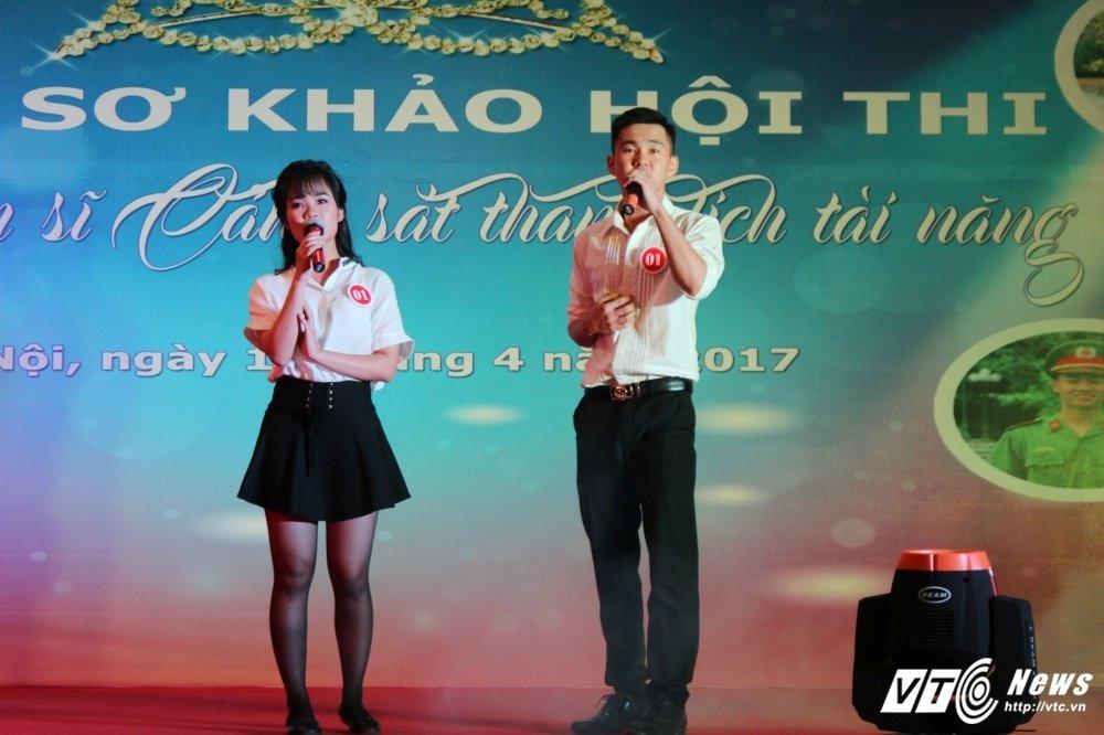 Nu sinh canh sat bieu dien vo Binh Dinh tren san khau tai nang hinh anh 11