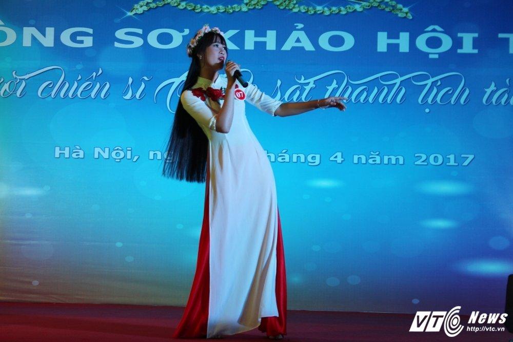 Nu sinh canh sat bieu dien vo Binh Dinh tren san khau tai nang hinh anh 14