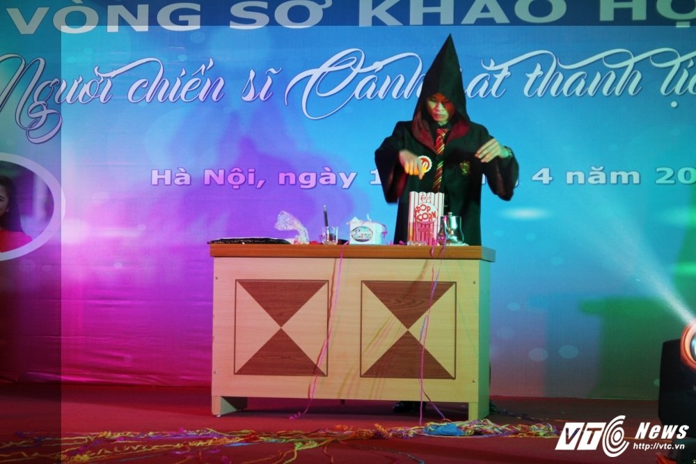 Nu sinh canh sat bieu dien vo Binh Dinh tren san khau tai nang hinh anh 15