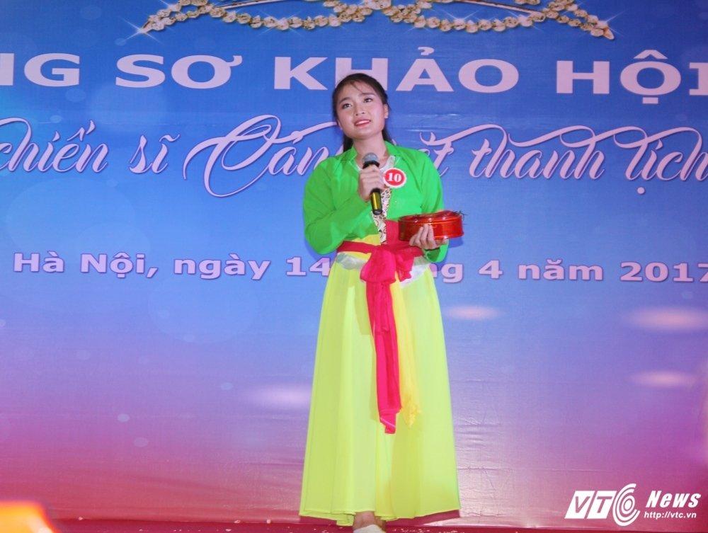Nu sinh canh sat bieu dien vo Binh Dinh tren san khau tai nang hinh anh 16